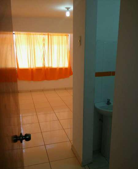 Se alquila bonita habitacion c/baño propio,internet y cable