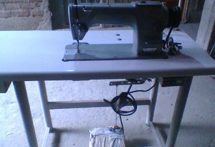Se vende maquina de coser y remalladora