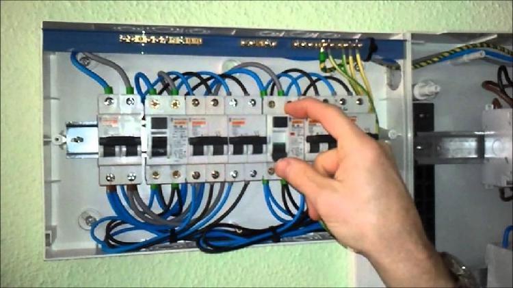 Técnico electricista 949169852 instalación mantenimiento