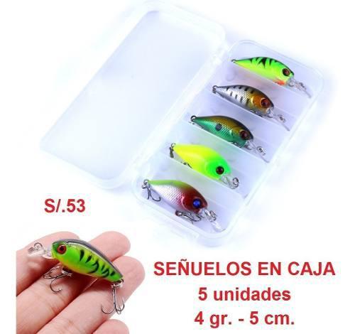 5 señuelos de pesca en caja pescar