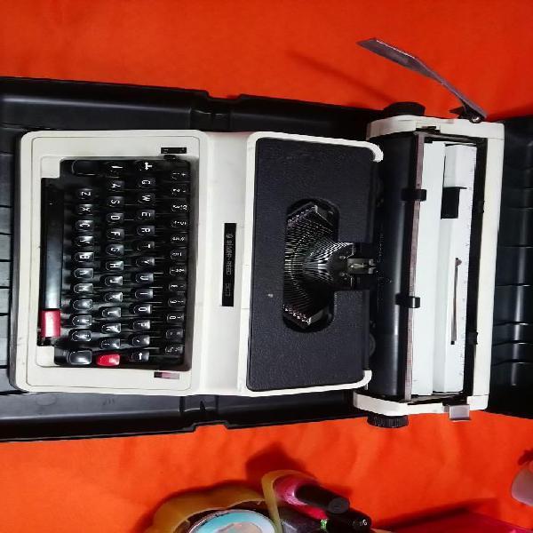 Vendo maquina de escribir silver reed