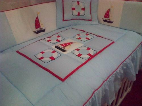Set de cuna y cama cuna: bordados y acolchados