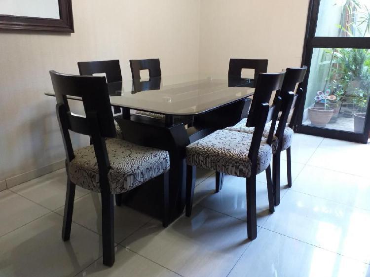 Juego de comedor (mesa y sillas)
