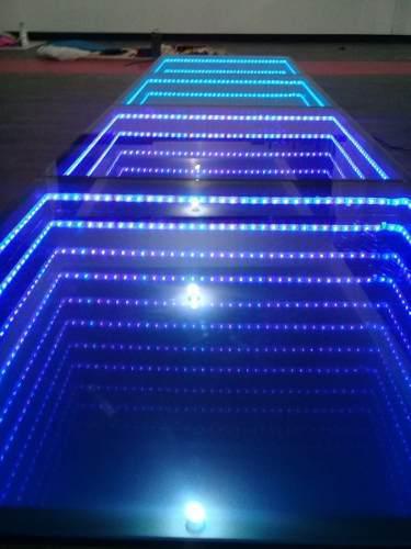 Innovadora pista de baile con con luces de efecto infinito