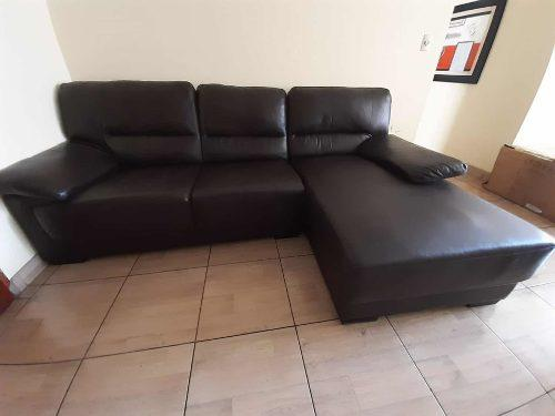Mueble marrón secciónal para sala