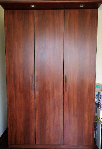 Mueble ropero mdf de 18 mm color marron