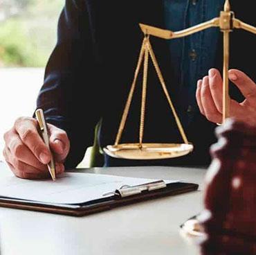 Buscas abogado de violencia familiar?