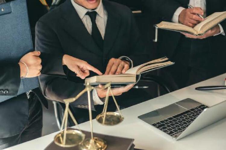Se busca socias (os) abogados colegiados