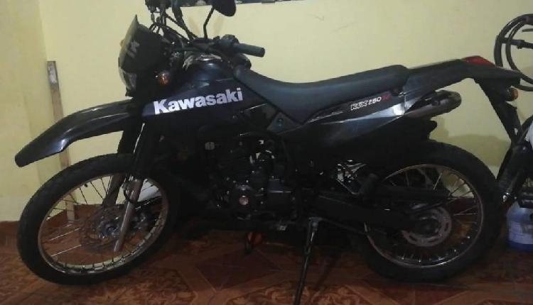 Vendo moto marca cross 200cc