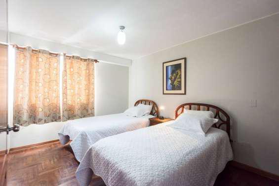 Alquilo departamento amoblado 2 dormitorios cerca al icpna