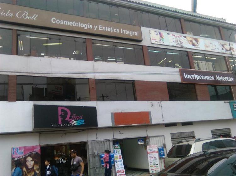 Alquilo cinco oficinas a una cuadra de plaza lima