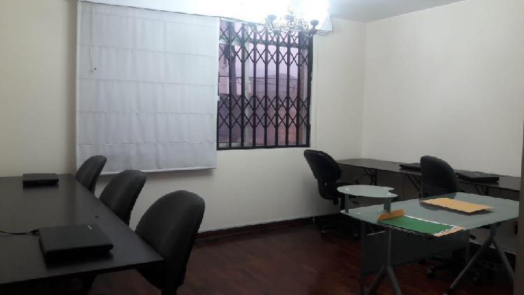 Oficina en segundo piso con estacionamiento