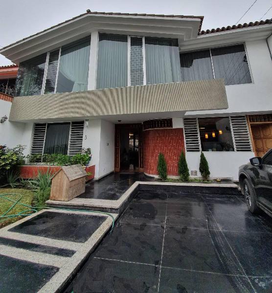 Alquilo estupenda casa en surco con piscina alt. c. 51av -