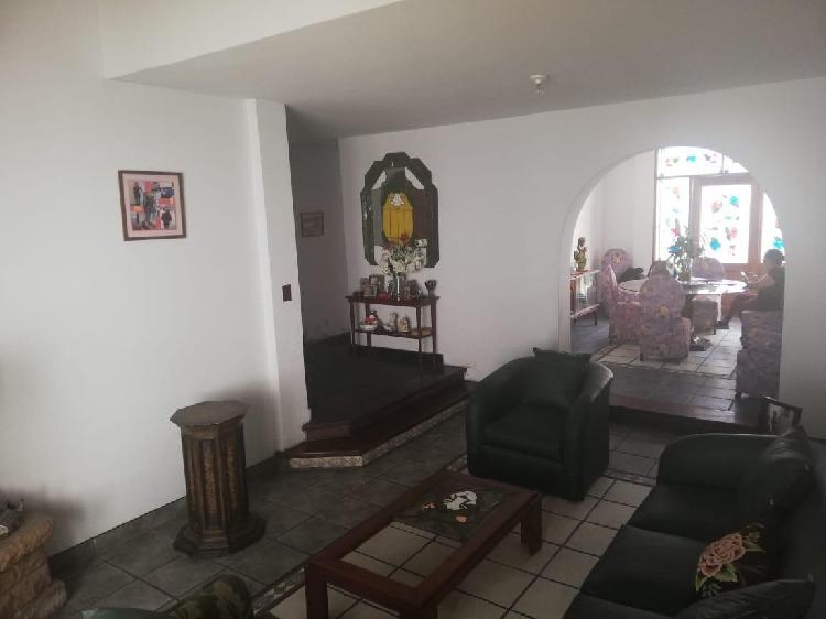 Casa de 270 m² de terreno en una zona muy tranquila y llena