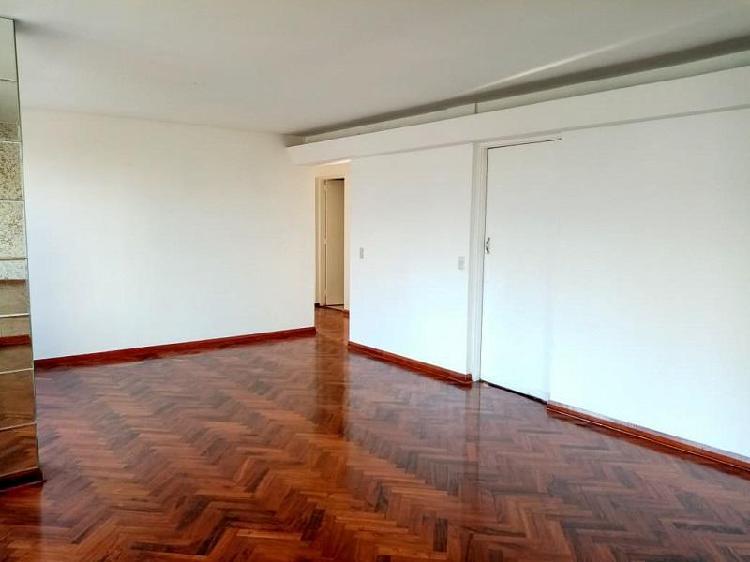 Alquiler departamento san isidro, segundo piso con ascensor