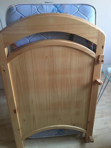 Cama cuna madera + colchon + silla de comer