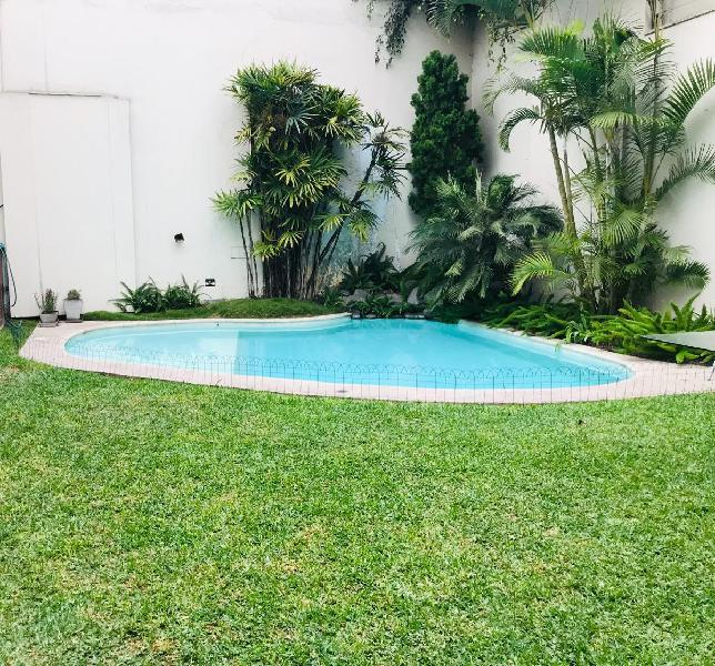 Bella casa en venta san isidro - piscina - jardín. at: 535