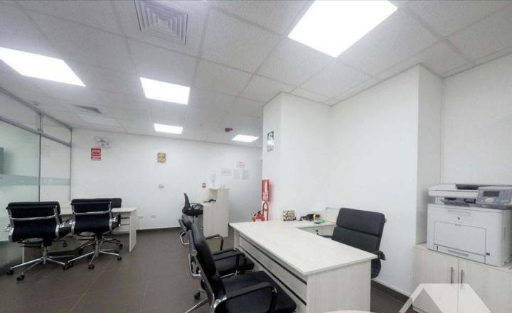 Alquiler de oficina 100 m² implementada en san isidro.