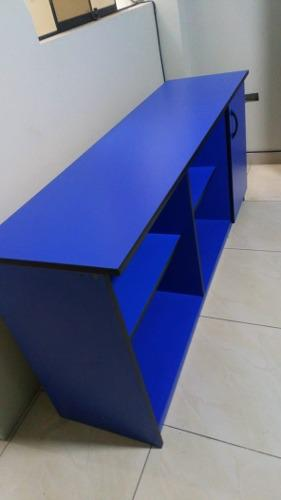 Muebles de oficina - escritorio, sillón, sillas, credenza