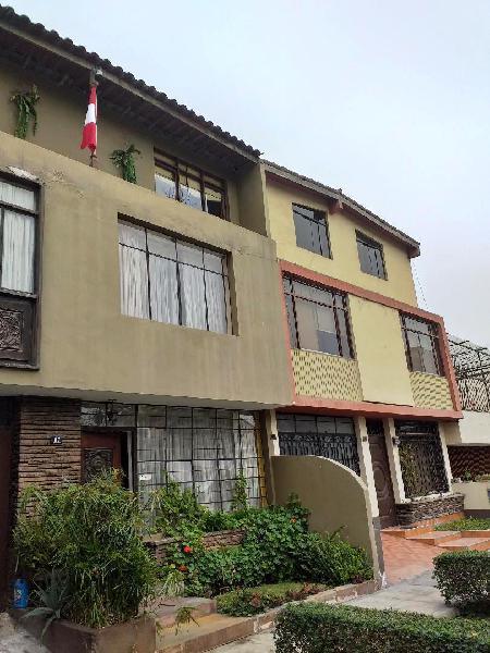 Casa frente a parque, zona residencial cerca puntos
