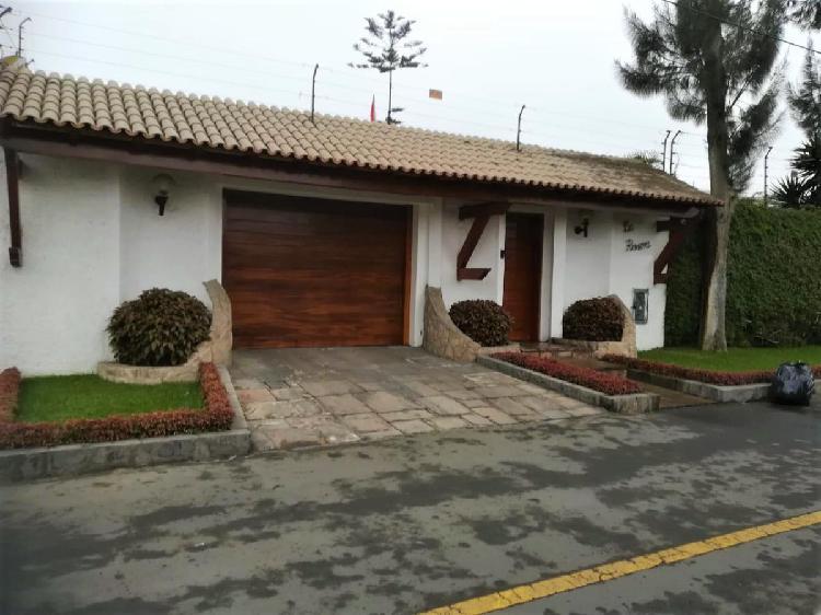 Venta acogedora residencia en calle la riviera urb. sol de