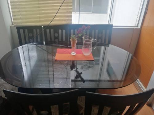 Juego de muebles, comedor y mesa centro de vidrio