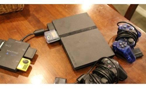 Playstation 2 de lanzamiento oroginal con dos mandos