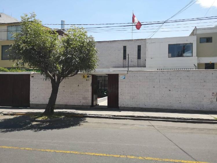 Alquilo hermosa casa ideal para oficinas en vallecito -