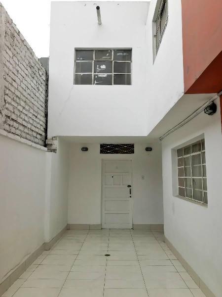 Casa (chalet) de 2 habitaciones - pueblo libre