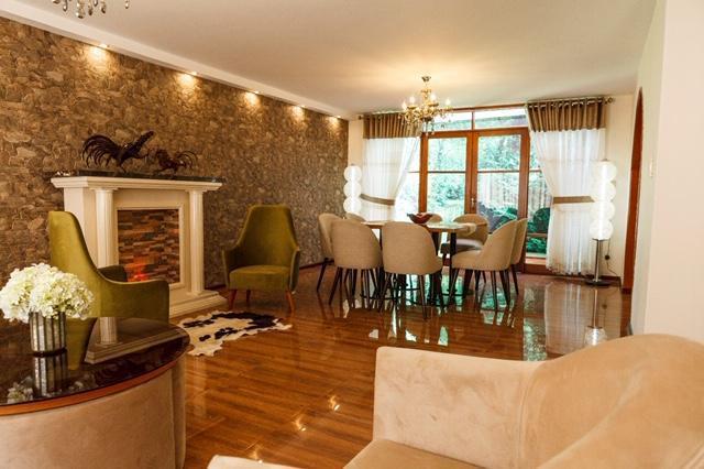 Estupenda casa completamente renovada en aurora con seis