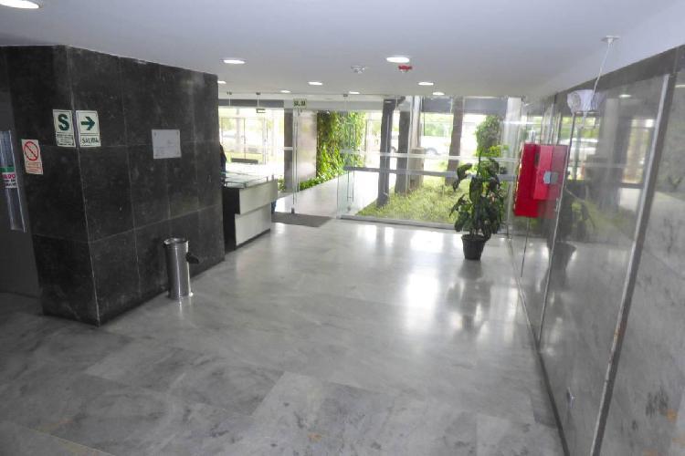 Oficina remodelada en alquiler san isidro centro financiero,