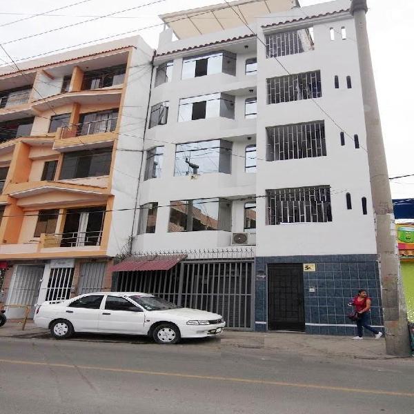 Se alquila amplia oficina 2do piso cerca municipalidad