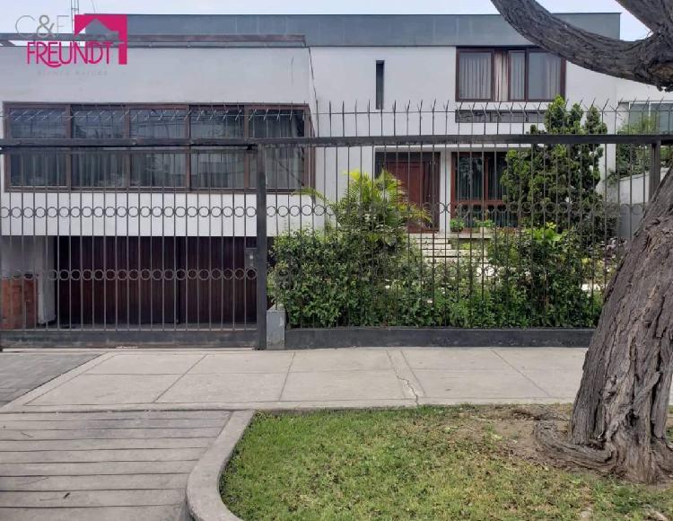 Se vende amplia casa