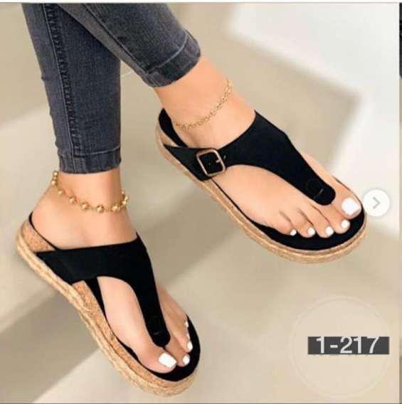 Zapatos y sandalias en lima