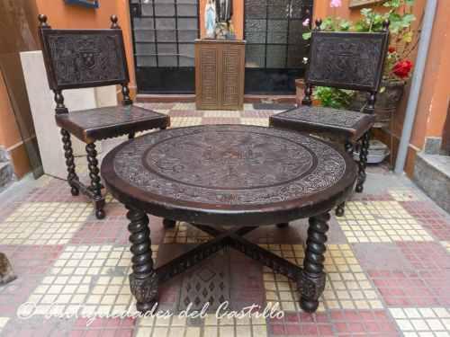 Juego de sala mesa y sillas cuero repujado escudo aguila