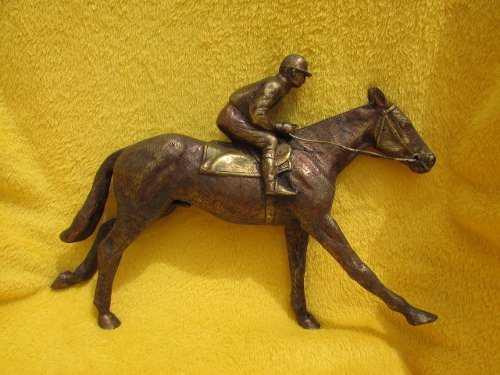 Tesoros hermoso caballo de carreras de bronce labrado