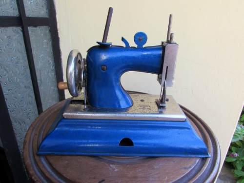 Tesoros maquina de coser castige juguete germany