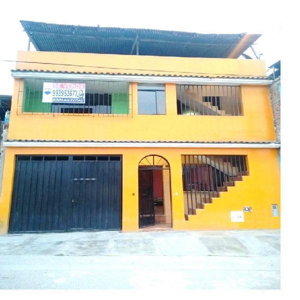 Casa con estacionamiento - 3 pisos, ubicada a una cuadra del