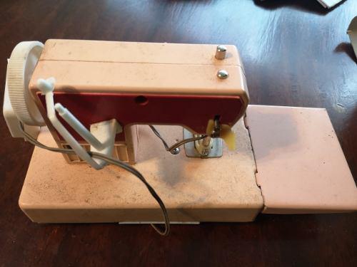 1a antigua maquina de coser de juguete metal en caja