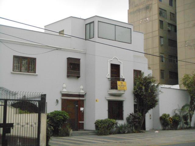 Alquilo casa oficina en plena av arequipa frenta a plaza vea