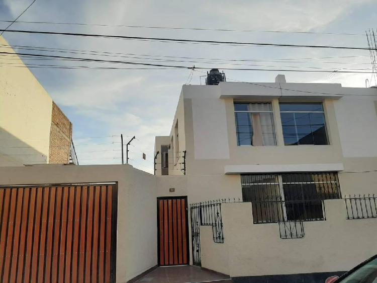 Se alquila casa de dos pisos para oficinas en cercado - #472