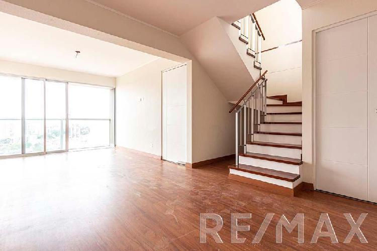 Vive en un bello duplex con detalles y espacios muy comodos