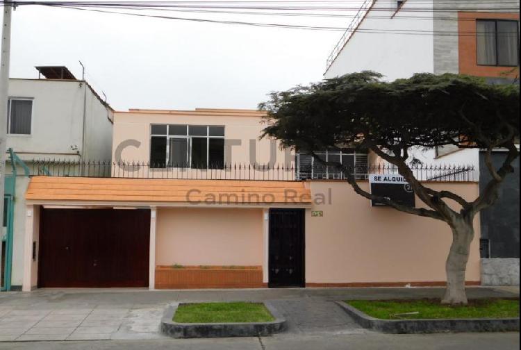 Alquile casa con licencia para nidos, embajadas y casas de