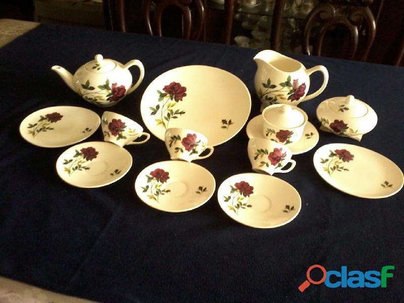 Vendo juego de té ingles fino y hermoso.