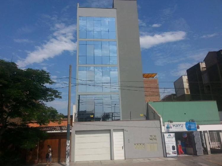 Edificio moderno para oficinas ubicado en zona estratégica