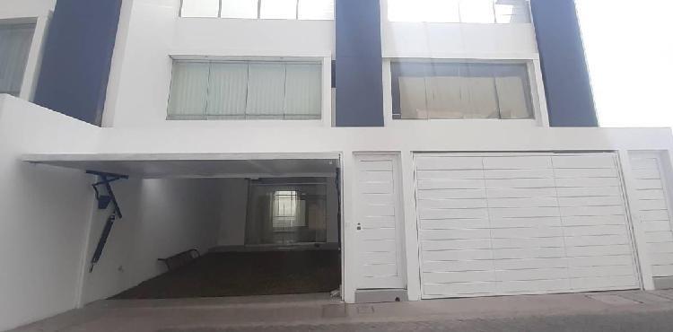 Soluciones inmobiliaria alquila casa en estreno con 02