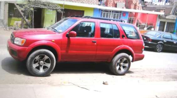 Camioneta 4x4 nissan panfhiger año 2,000 en lima