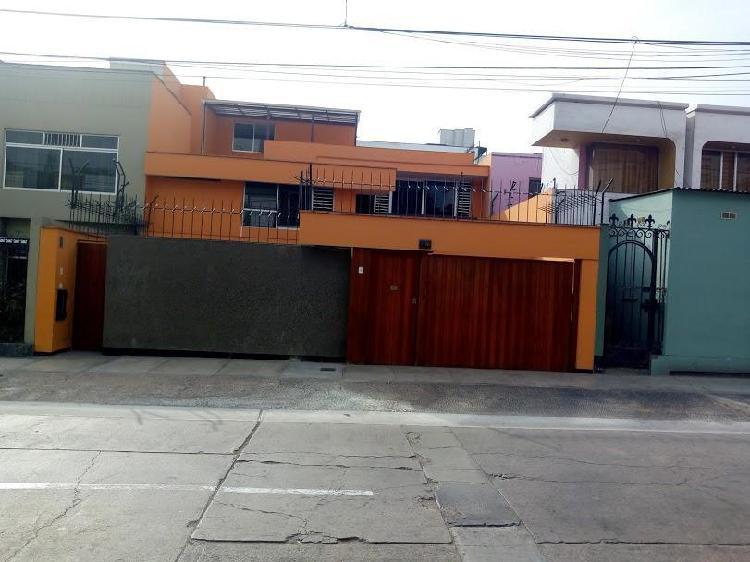 Casa de 3 pisos pueblo libre jr. daniel hernández (entre