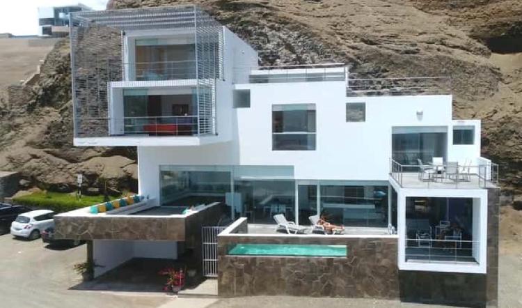 Casa en venta en playa misterio al pie del mar