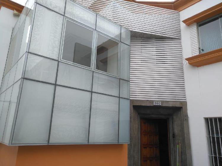 Alquilo casa oficina de 250 m² con zonificación comercial